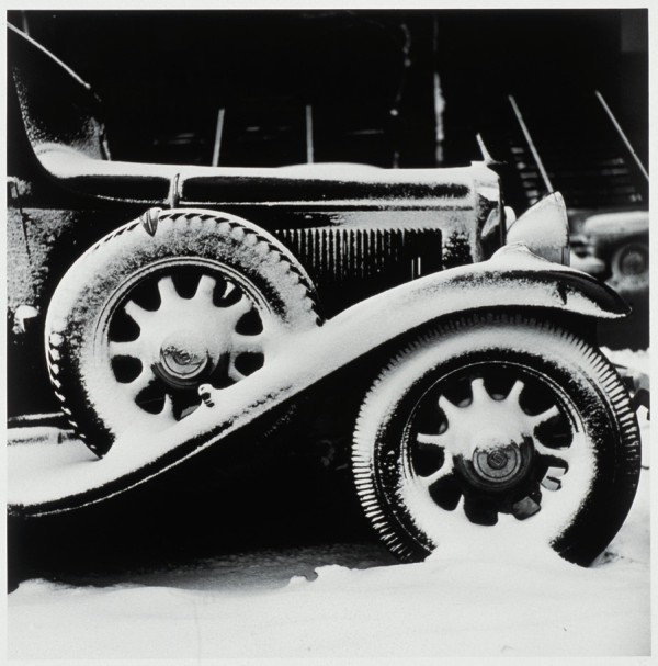 Chicago, Snow and Car (around 1950) ©Kochi Prefecture, Ishimoto Yasuhiro Photo Center
