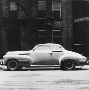 《シカゴ 雪と車》 1948-52年 (c) 高知県,石元泰博フォトセンター